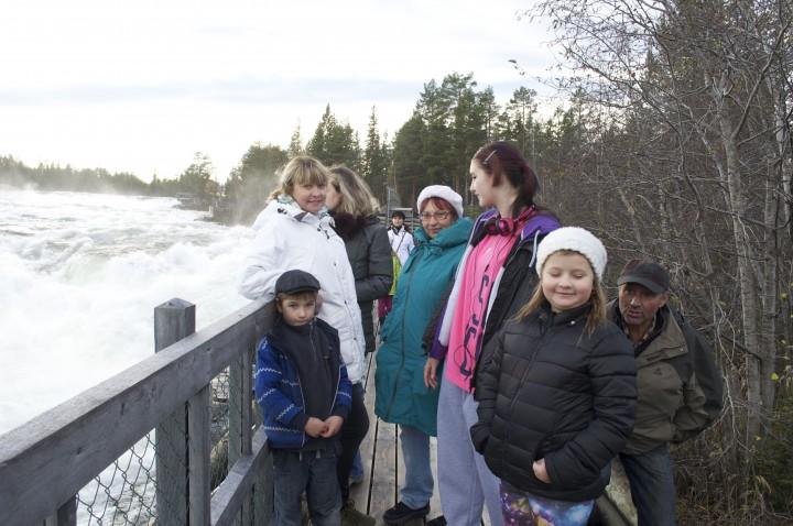 Туристическое кафе на водопаде